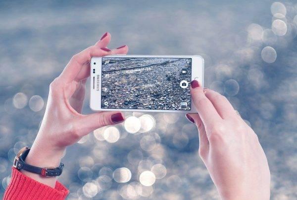 海外赴任時に携帯電話の契約はどうするのが得?