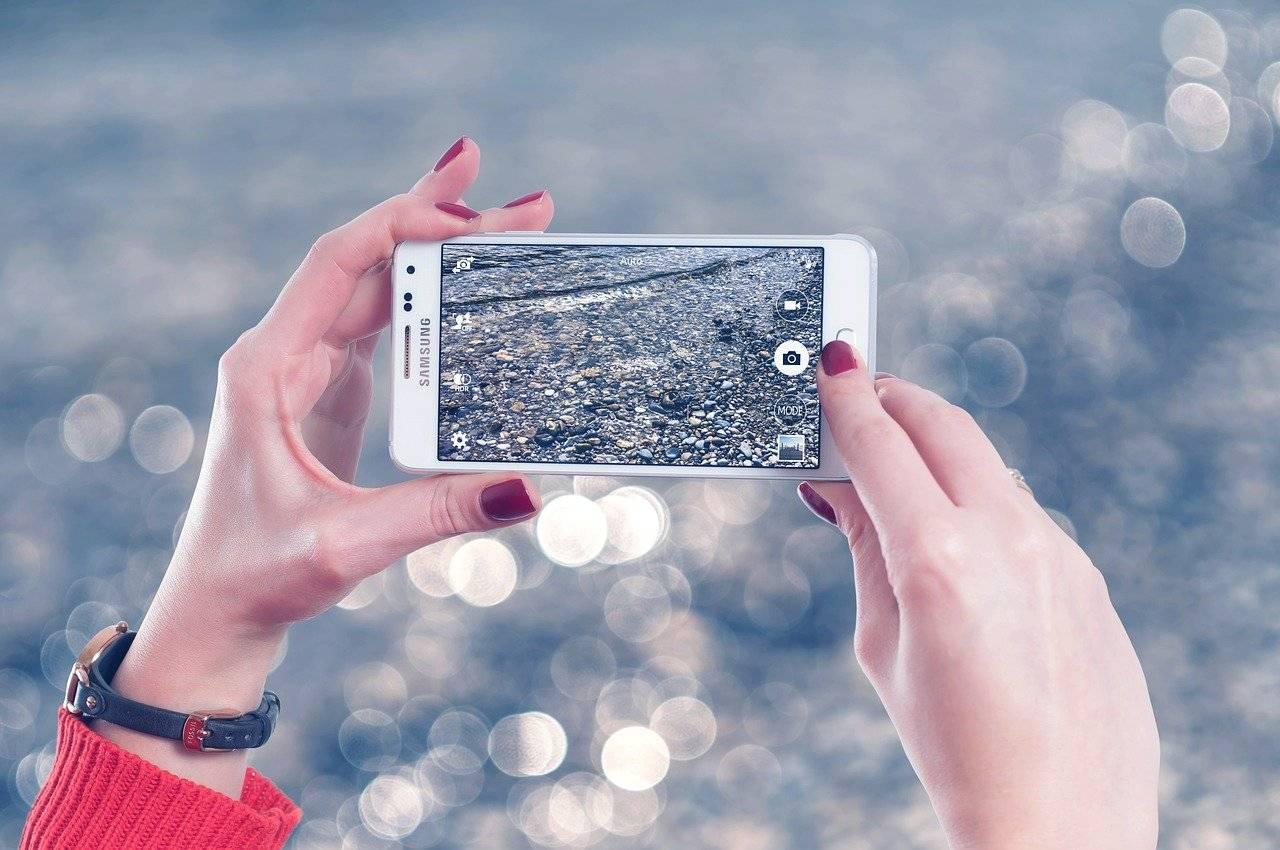 海外赴任時に携帯電話の契約はどうするのが得?解約と番号維持について比較