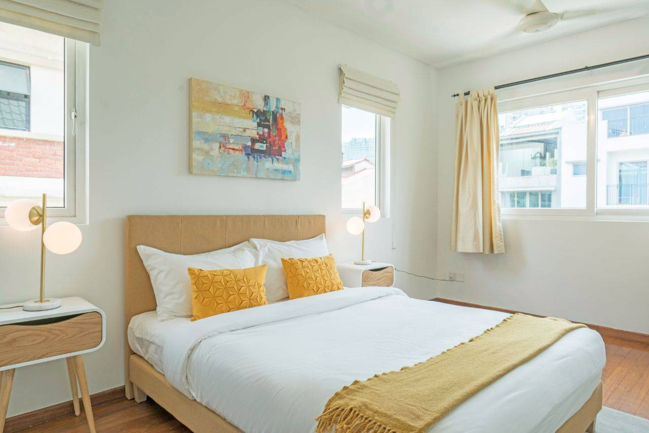 11 Singapore Serviced Apartments for less than $2000 a month!